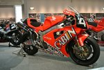 Honda_VTR1000SPW_in_the_Honda_Collection_Hall.jpeg