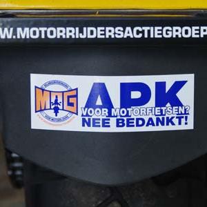 MAG tegen APK sticker.jpg