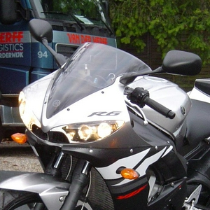 R6N Close-Up Voor.jpg