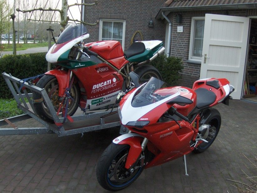 http://www.motor-forum.nl/forum/download_document/747725/b2b9c9f254e319e8a0441442f648a835