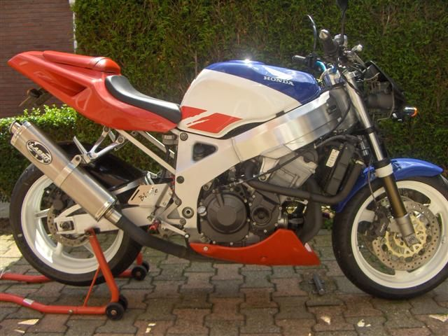 http://www.motor-forum.nl/forum/download_document/669152/85c0c48d1176b761796d796efeecb87f