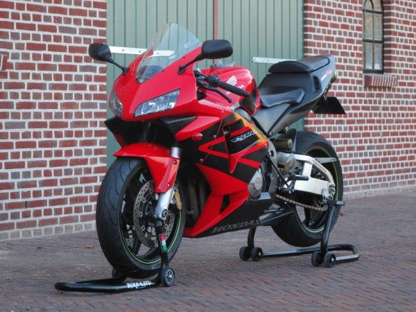 http://www.motor-forum.nl/forum/download_document/883574/6703954d54cca34fa23c2599331a4e67