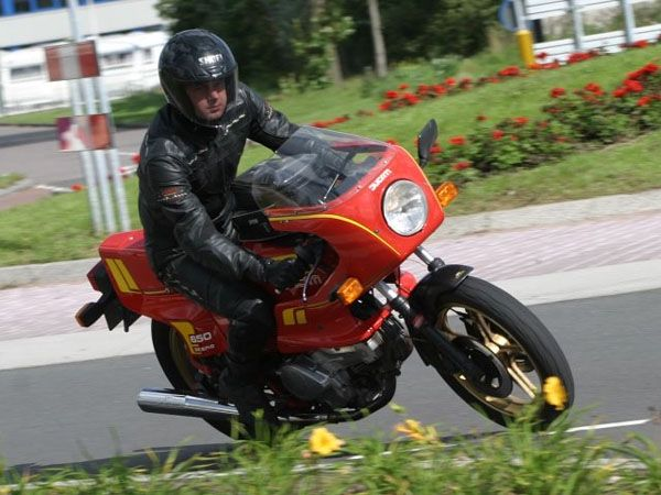http://www.motor-forum.nl/forum/download_document/706779/0b0532615b0e5f454b2b6d5cf1f14754