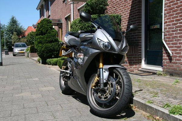 http://www.motor-forum.nl/forum/download_document/744515/98b40581edae3373dca894f0da166877