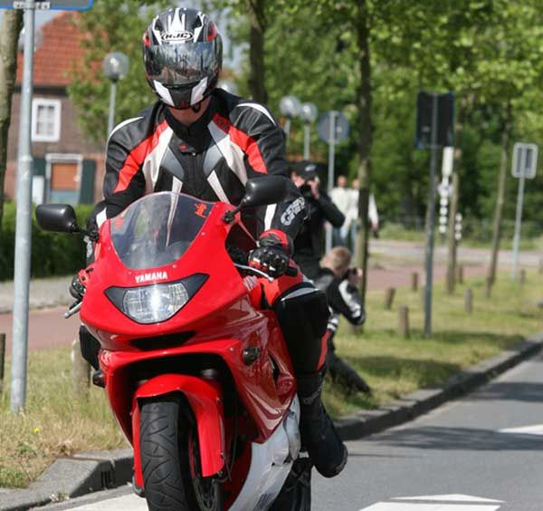 http://www.motor-forum.nl/forum/download_document/706795/e7356d4a56e01a522a139fdef9457a36