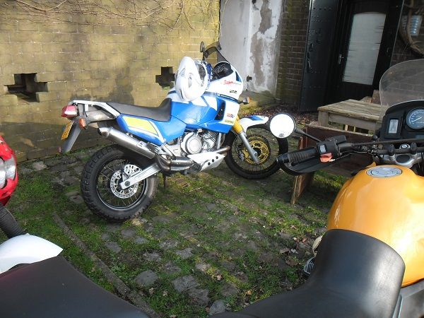 http://www.motor-forum.nl/forum/download_document/1310898/e140b126fcfc4d9a8279effe0b22e4ab